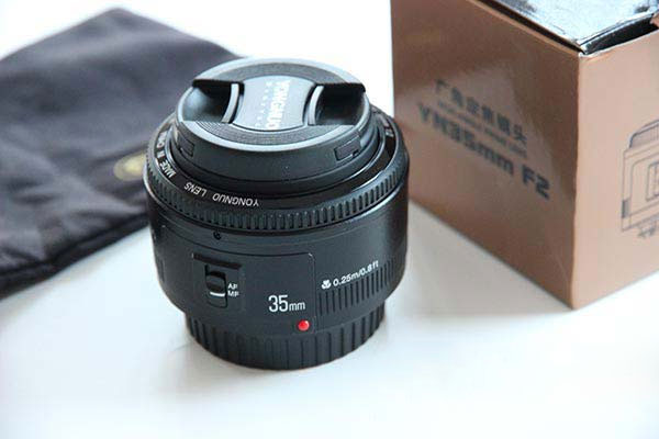 Unboxing the 35mm f/2 from Yongnuo
